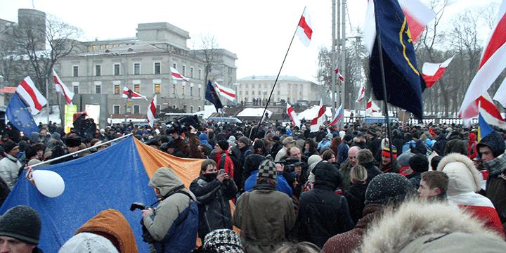 Митинг сторонников оппозиции в Минске на Октябрьской площади, 21 марта 2006 года