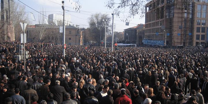1 марта: Несогласные с подсчётом голосов в ходе выборов президента Армении