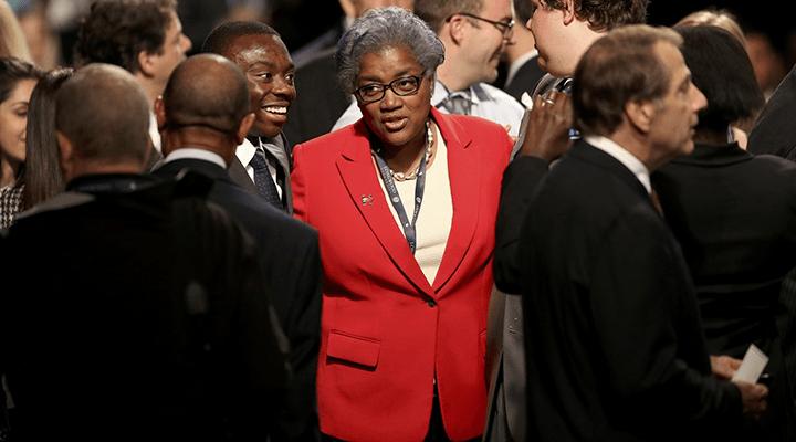Сотрудница CNN лишилась работы, подсказав Клинтон возможные вопросы на дебатах.