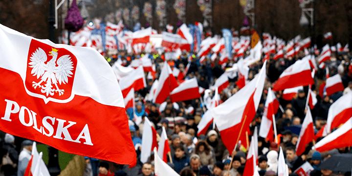 Деградация в данном случае в большинстве своём исходит из неспособности польских политических элит адекватно понять и справиться с эмоциями польского общества.