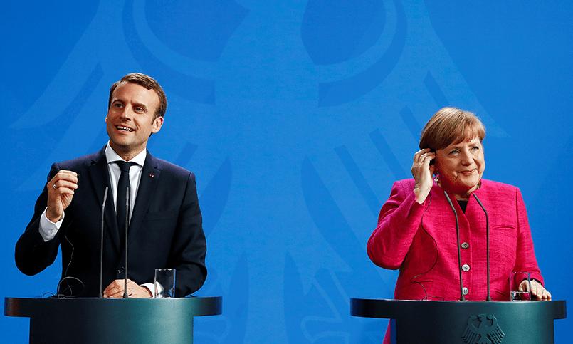 Канцлер ФРГ Ангела Меркель и новый президент Франции Эммануэль Макрон