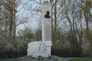 Памятник генералу Ивану Черняховскому