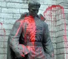 Бронзовый солдат вынужден терпеть