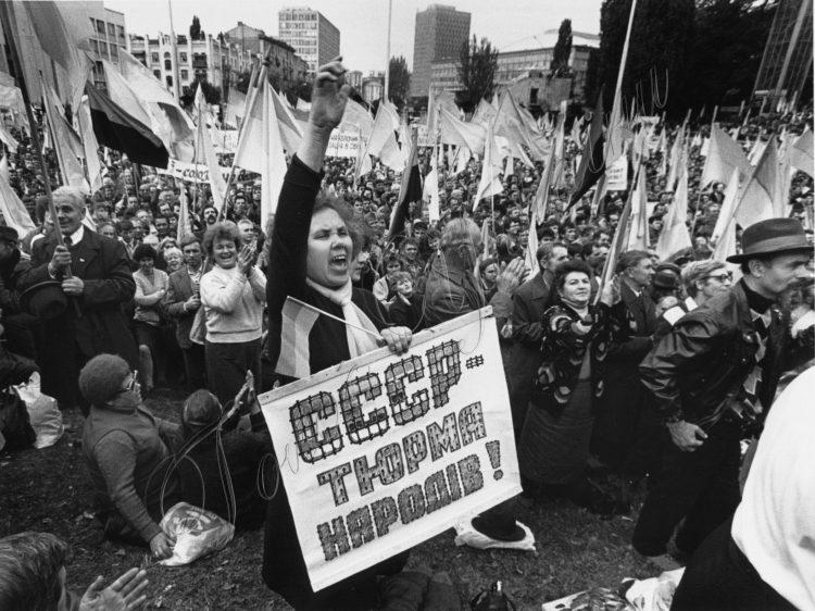 В сентябре 1990 года в Киеве возле Республиканского стадиона