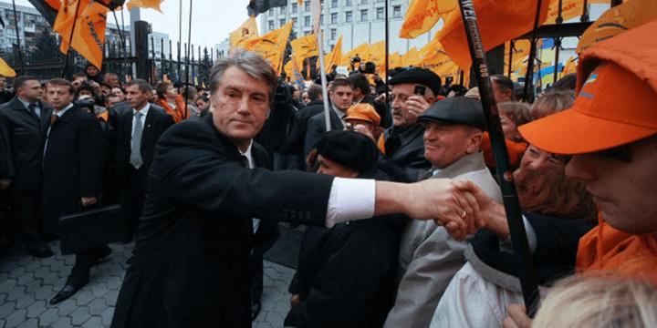 Украина: «оранжевая революция» (2004–2005 гг.). На фото Виктор Ющенко