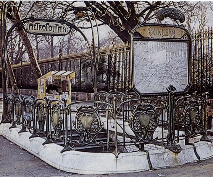 Эктор Гимар. Входные порталы на первой станции метро в Париже (Франция).