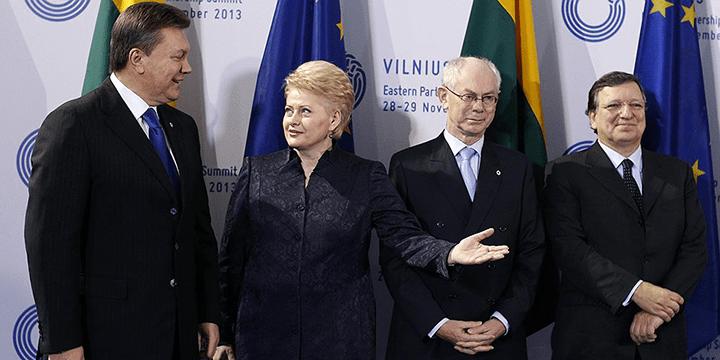 Виктор Янукович (крайний слева). Вильнюсский саммит «Восточного партнёрства» осенью 2013 года