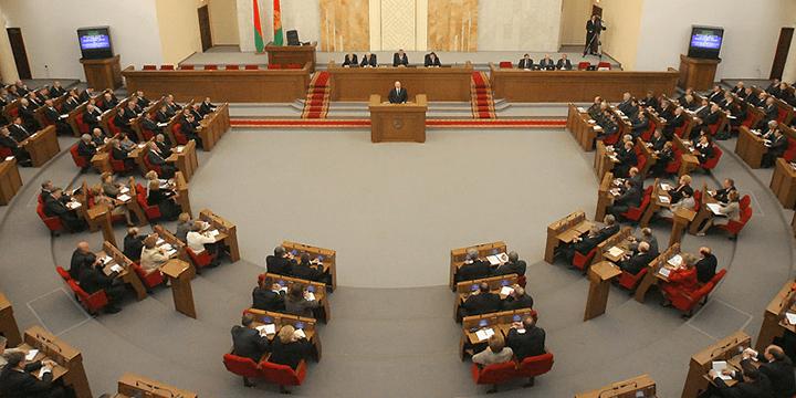 Овальный зал Дома Правительства, где проходят пленарные заседания Палаты представителей