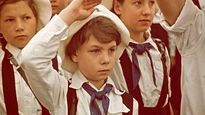 В ГДР носили синие пионерские галстуки / Фото: onedio.ru