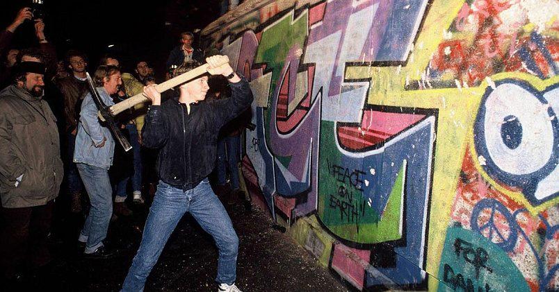 Падение Берлинской стены / Фото: wikiway.com