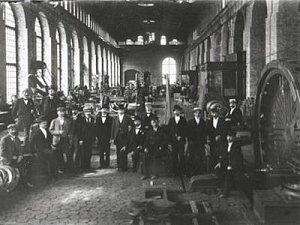 Монтажный цех завода Вольта, начало XX века