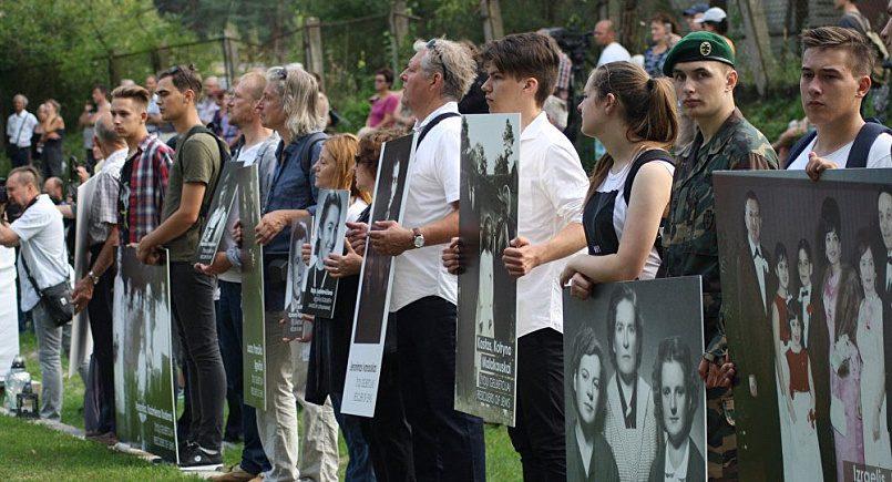 Участники «Марша живых» в литовском городе Молетай / Фото: cdn1