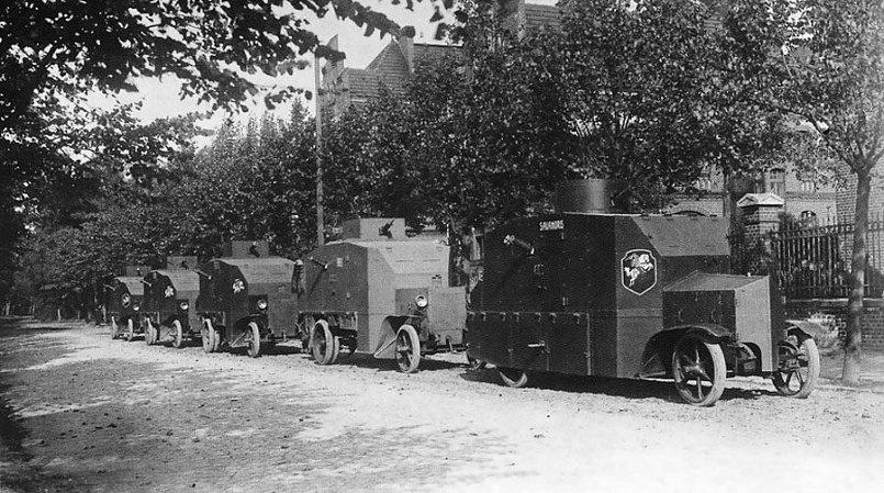 Весной 1923 года по улицам Клайпеды прокатились литовские бронемашины Даймлер
