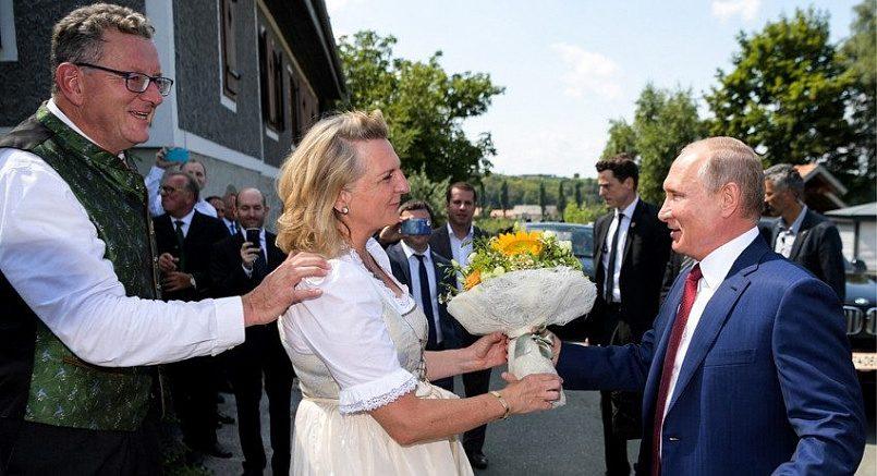 Владимир Путин на свадьбе главы МИД Австрии Карин Кнайсль / Фото: 24tv.ua